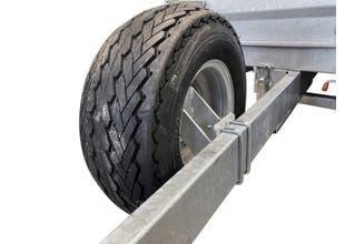 """Reservhjulsfäste HB för 10"""" hjul monterat på  120x40mm balk"""